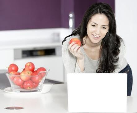 modern-office-perks-healthy-snacks